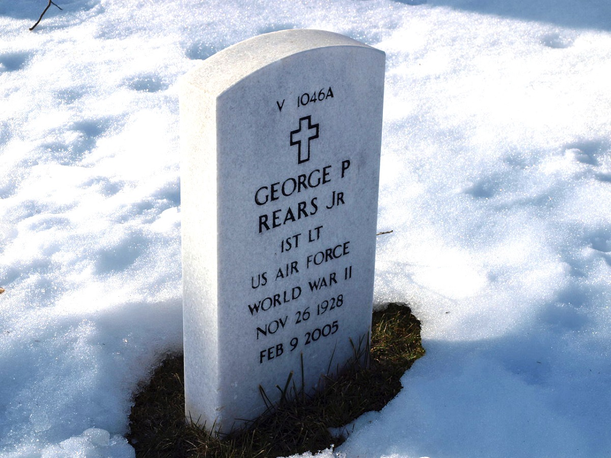 The Beverly National Cemetery headstone of George P. Rears, Jr.