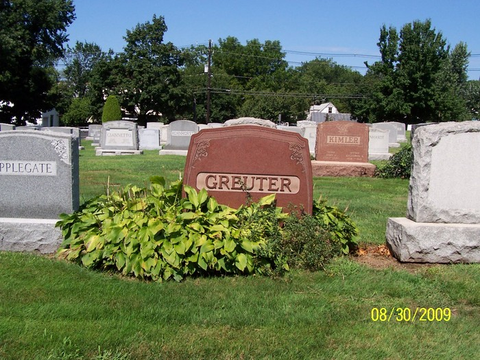 The Hollywood Memorial Park Cemetery headstone of Henry and Hilda Greuter